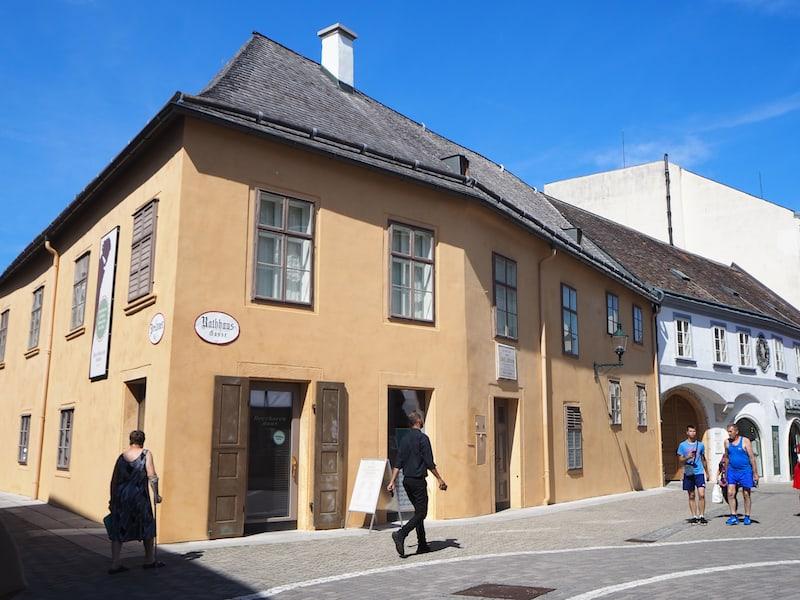 Mindestens ebenso Euren Besuch wert: Das Beethoven-Haus in Baden, eine Hommage an einen der größten Musiker aller Zeiten.