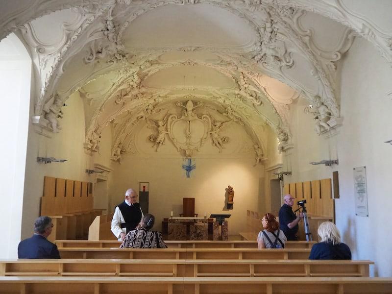 ... hier betreten wir einen Raum, der die Gebeine des Stifters von Stift Rein, des Markgrafen Leopold offenbart ...