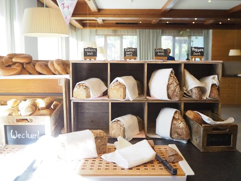 Beim Brot ist es übrigens so, dass wir gar einen Laib zum Mit-Nach-Haus-Nehmen reservieren konnten!