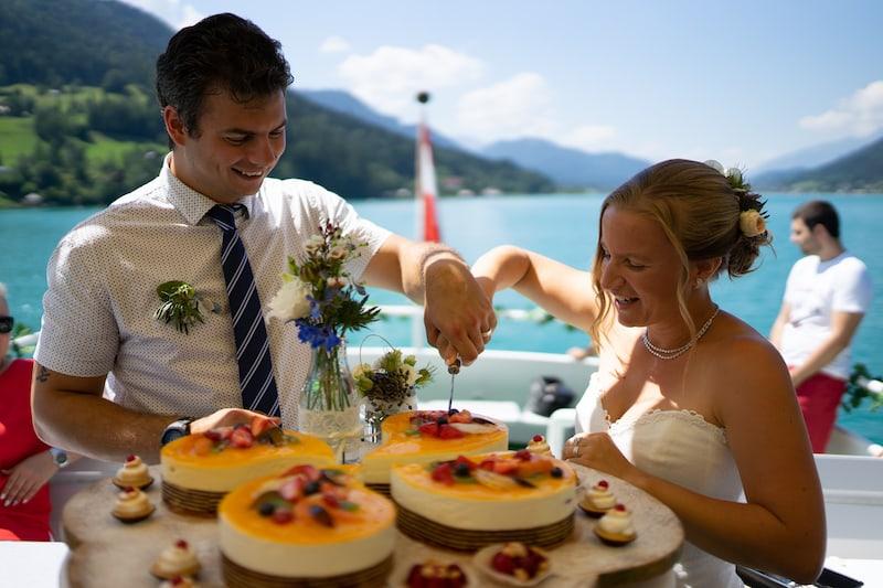 Frische, fruchtige Hochzeitstorten auf dem Schiff am Weissensee ...