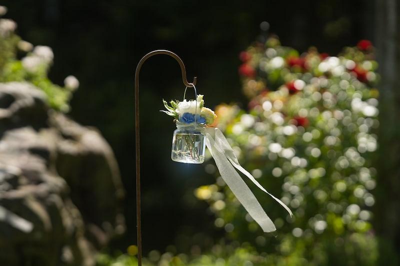 ... und Bilder, oder gar Vorhaben wie diese, eine eigene Hochzeitsfeier veranstalten zu können, rückten in weite Ferne.