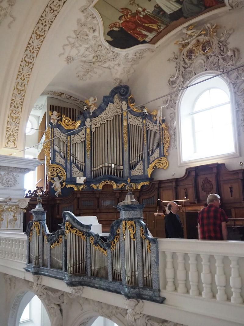 Die mächtige Orgelanlage beeindruckt mich: Auf dem Foto hier