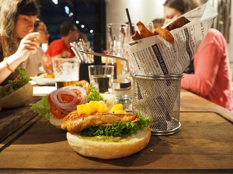 """Den Burger in der nahe gelegenen """"Alte Talstation"""" lasse ich mir ebenfalls schmecken! Hier gibt es zudem """"Sura Kees"""" in Form von l"""