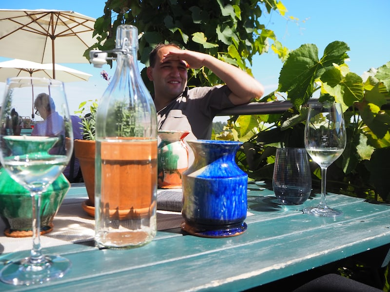 """Hier empfängt uns Richard Hofner """"wort- und weingewandt"""" mit einem überaus interessanten Querschnitt durch typisch-steirische Rebsorten, Weinbaugebiete und Winzer-Koryphäen."""