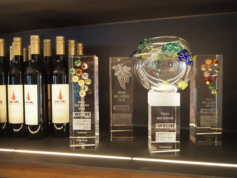 Ehre, wem Ehre gebührt: Blick auf die zahlreichen Auszeichnungen ...
