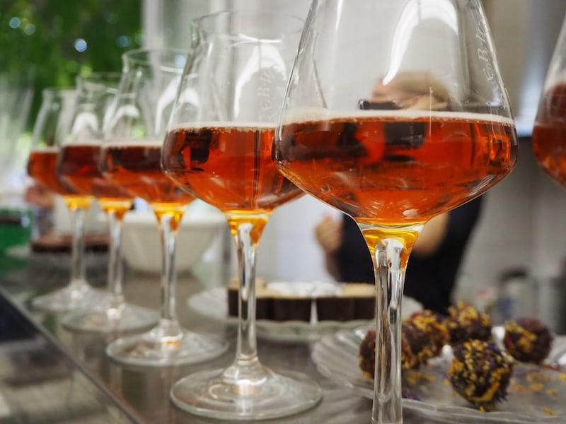 ... ergänzen auf köstliche Art und Weise die parallel stattfindende Bierverkostung in der Pralinenküche des Hotels.