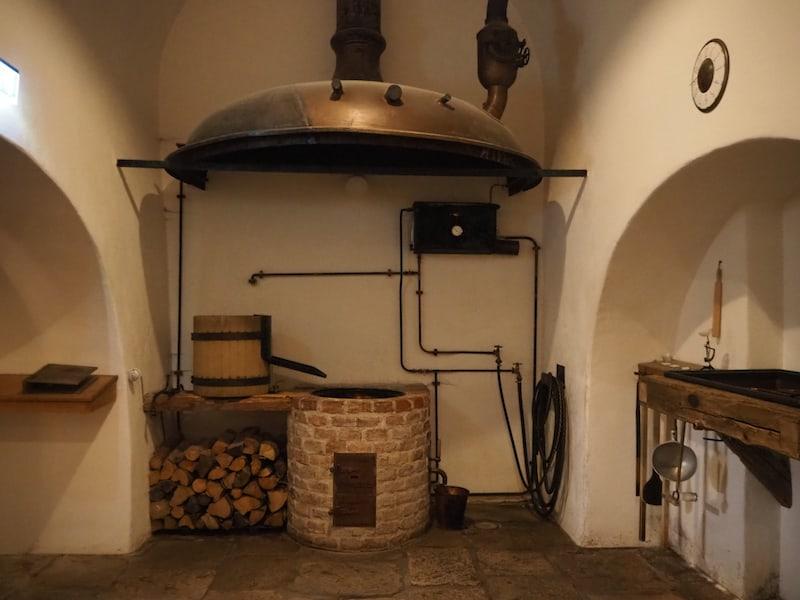 Im Herzstück der Anlage gibt es die Möglichkeit, in Bierseminaren und wesentlich kleineren Behältern sein eigenes Bier zu brauen!