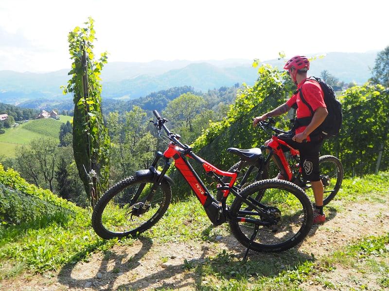 """Unterwegs mit unserem Bike-Guide Markus von """"Benz-E-Bike Tours"""" in Arnfels nahe dem bekannten Weinort Leutschach."""