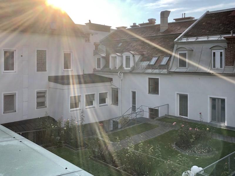 Gemütlich: Das Hotel Gollner mit eigenem, begrünten Innenhof dank dem wir komplett ruhig schlafen.