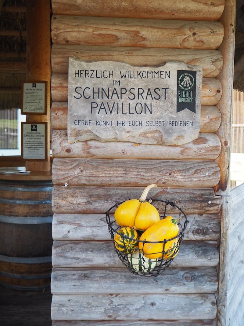 """Ein willkommenes Zeichen: Die """"Schnapsrast"""" auf dem Biohof Thauerböck ..."""