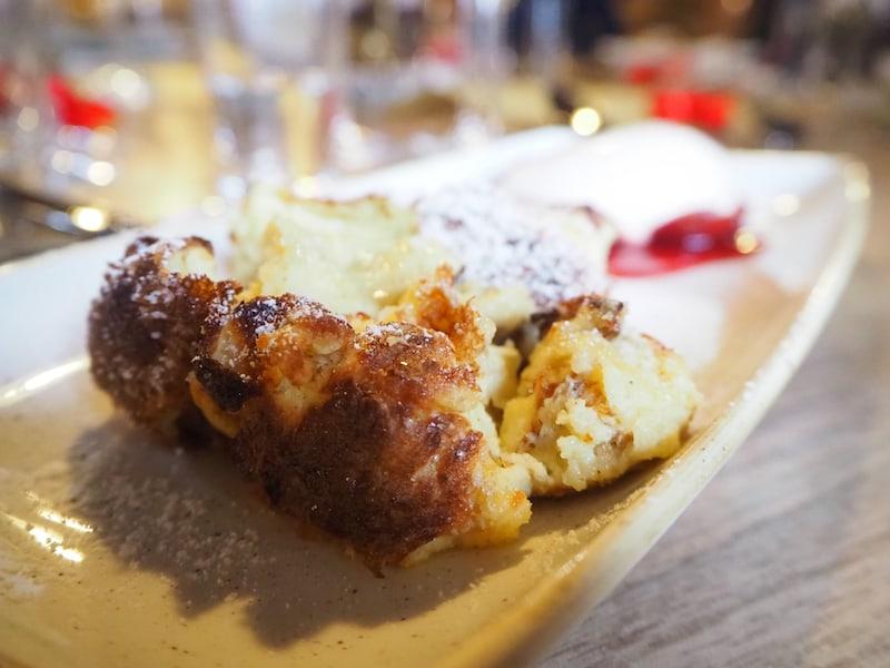 ... selbst oder gerade ein scheinbar einfaches Gericht wie der klassische, österreichische Kaiserschmarren gelingt ihm auf eine ganz besondere Art und Weise.