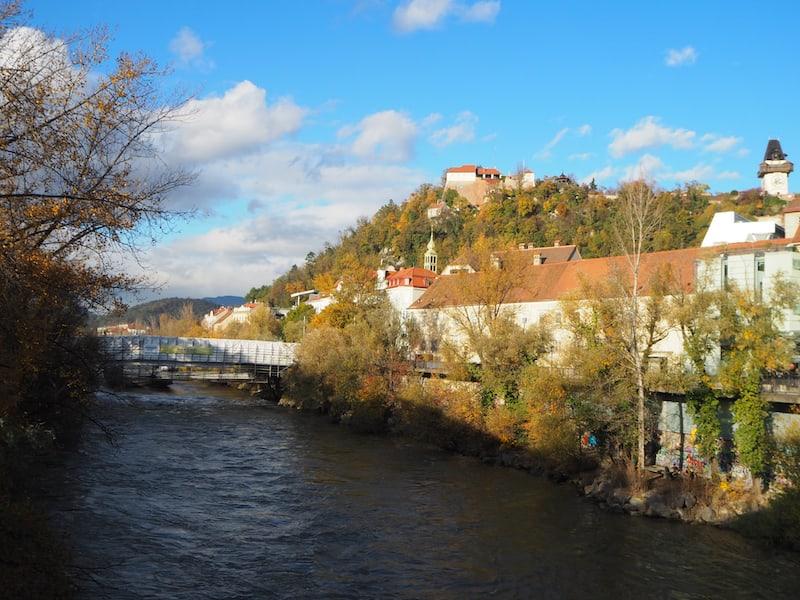 Graz, du Schöne: Blick auf den Grazer Schlossberg mit seinem bunten
