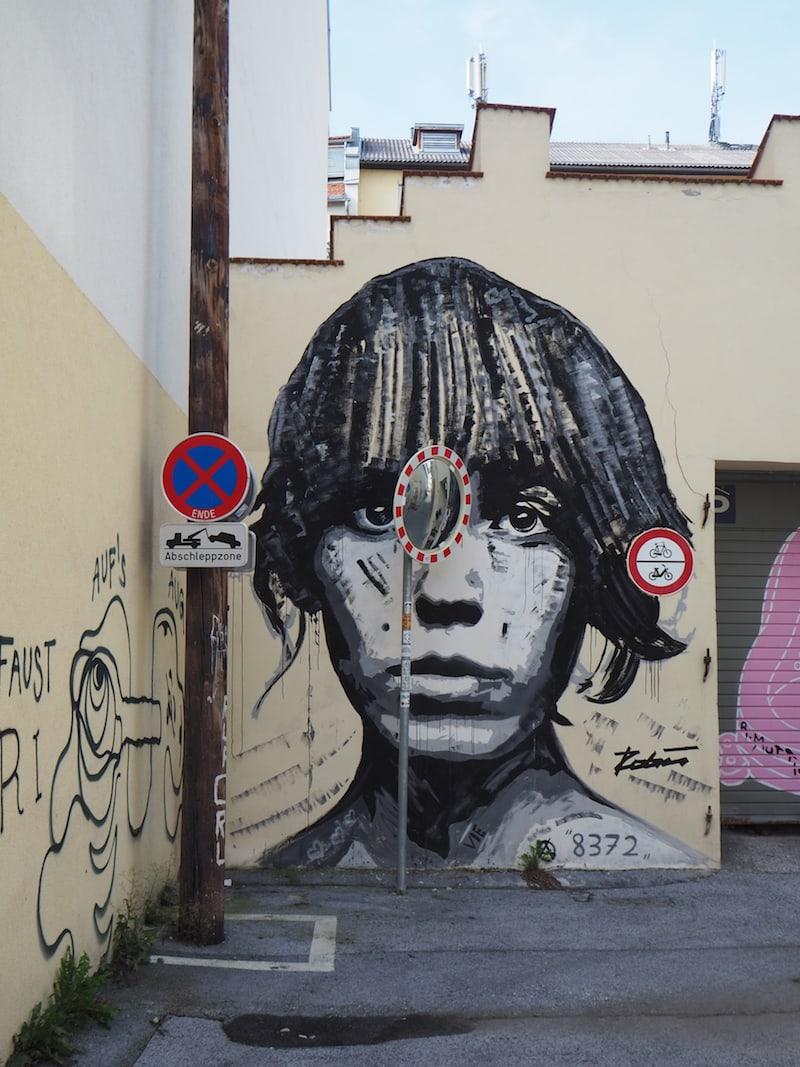 ... nahe des Griesplatzes am Ende der Straße gibt es zwischen Reichengasse und Bürgerspitalgasse eine winzig-kleine Galerie interessanter Street Art Graffiti-Gemälde zu bewundern ...