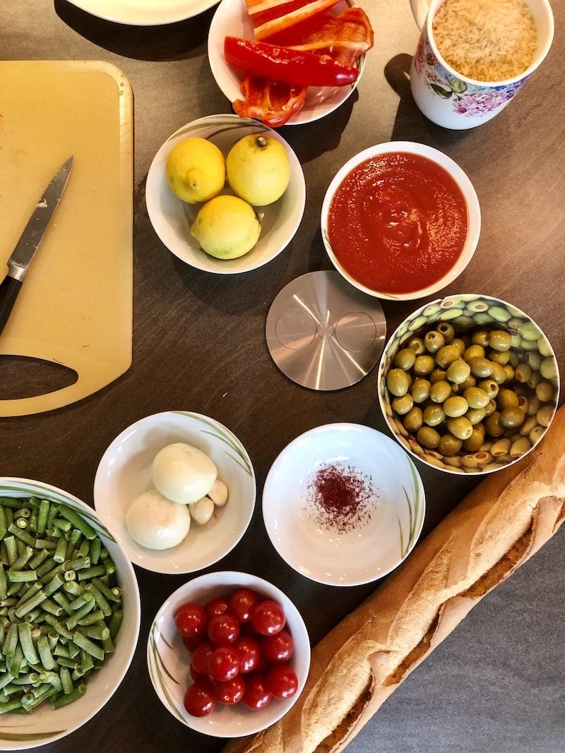 ... auch hier versprach ich, im Sinne der Medienwirksamkeit vor laufender Kamera zu kochen: Eine Paella musste es sein ...