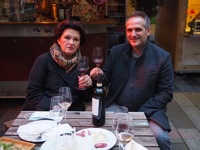 ... hier treffen wir unter anderem auf das sympathische Gastgeber-Paar Waltraud Hutter und Giuseppe Perner, Genussmenschen und Connaisseure durch und durch ...
