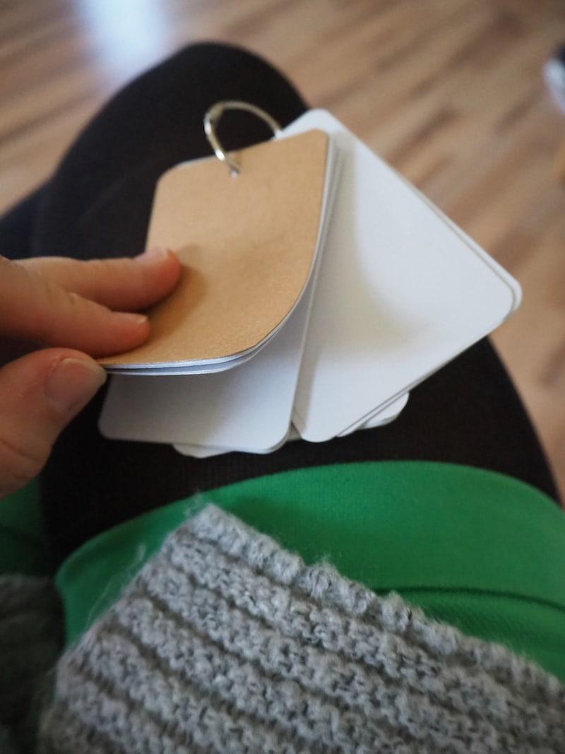 """Einstiegs-Geschenk: Ein kleiner, praktischer Schreibblock für unterwegs. """"Für den Geistesblitz-to-go, quasi."""
