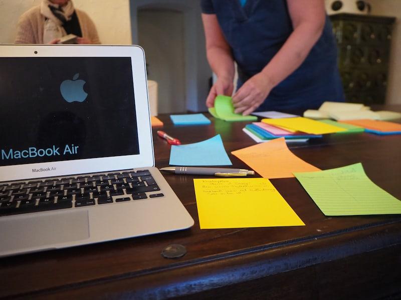 Digital und analog mischen sich während des Schreibseminars in einer für mich optimal ergänzenden Weise.