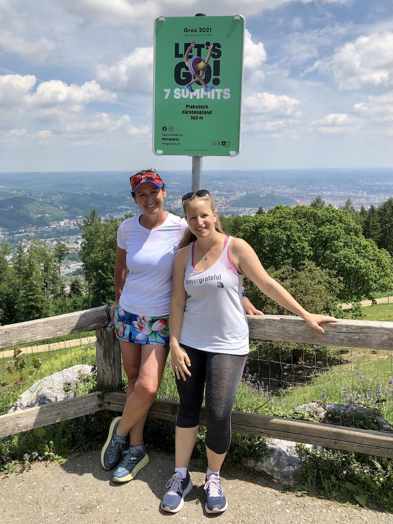 """Susanne und ich am """"Gipfel"""" des ... hohen Fürstenstand. Mit sagenhaftem Blick auf die Stadt Graz hinter uns!"""