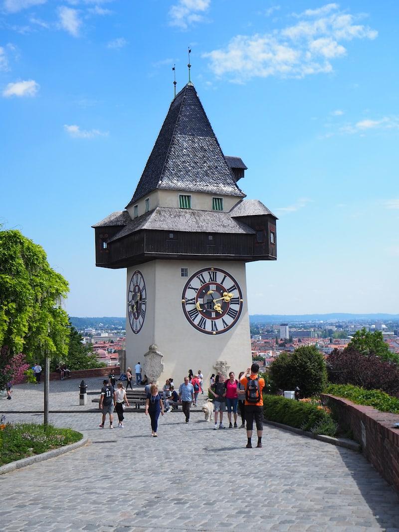"""Was wäre Graz ohne seinen allseits bekannten Grazer Uhrturm? Um ein Haar hätte das französische Heer ihn anno dazumal mitsamt der hier ursprünglich errichteten Festung sprengen lassen. Die Grazer haben ihn aber mit """"Lösegeld freigekauft""""!"""