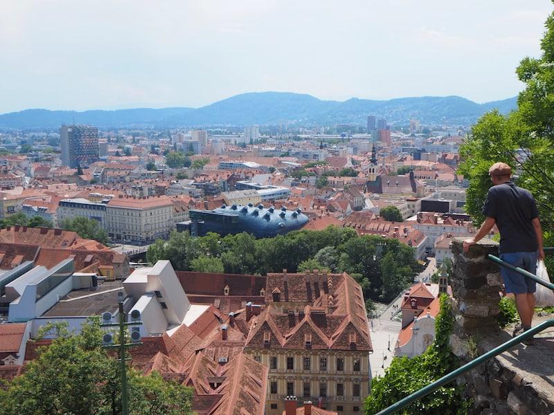 Immer wieder ein Traum: Der Blick über die Stadt Graz vom Grazer Schlossberg aus, direkt neben dem Uhrturm.