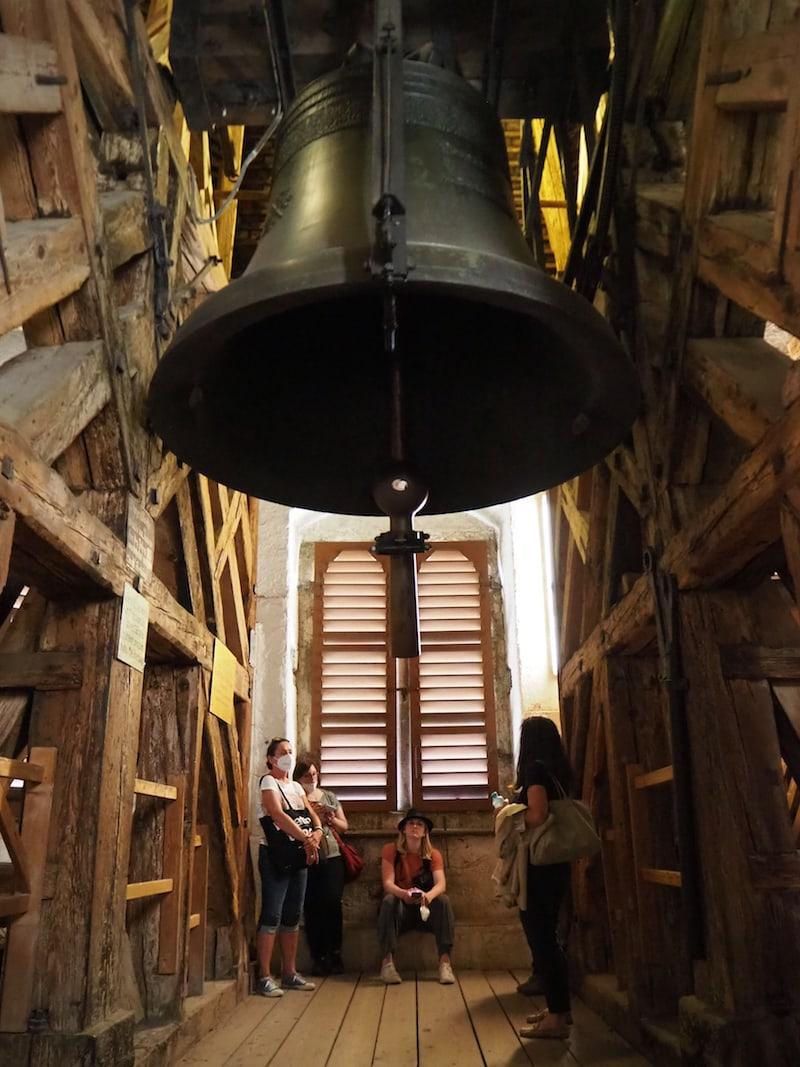"""Ganz in der Nähe hängt übrigens die drittgrößte Glocke der Steiermark mit knapp fünf Tonnen: """"Liesl"""" im Glockenturm Graz! Dieser ist nur im Rahmen einer Führung zugänglich."""