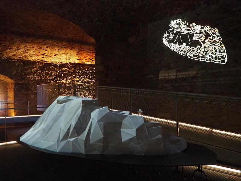 ... seine Multimedia-Ausstellung zur Geschichte des Berges ist wahrlich sehenswert, sowie viele weitere, auch künstlerische Exponate dazu!