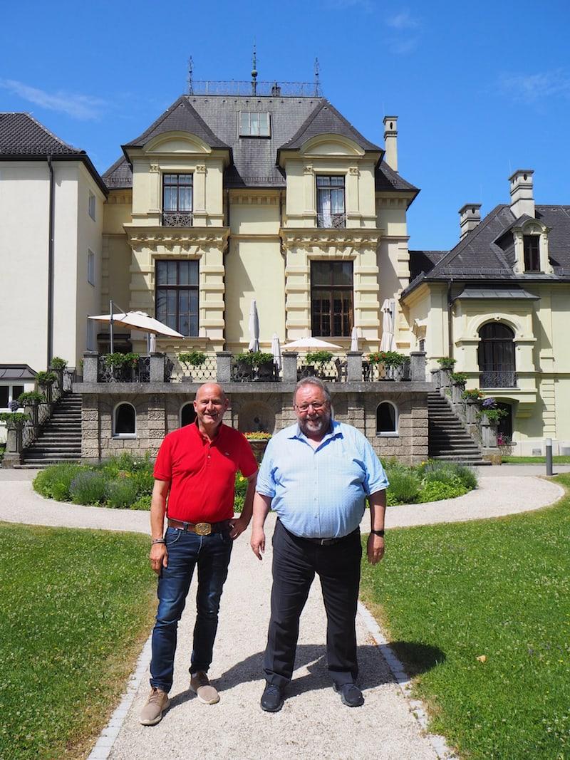Immer wieder gut für ein Gespräch: Rektor Rüdiger Kiefer (rechts im Bild) und Direktor Ulrich Walder, welche uns bei den Pallottinern auf das Herzlichste begrüßt haben.