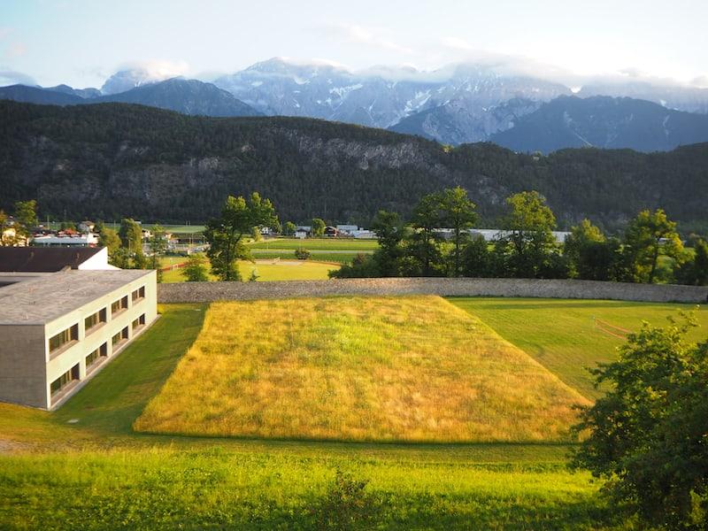 Und dies ist der Blick aus meinem Zimmer Richtung Norden. Das goldene Inntal liegt am frühen Morgen vor mir. Wunderschön.