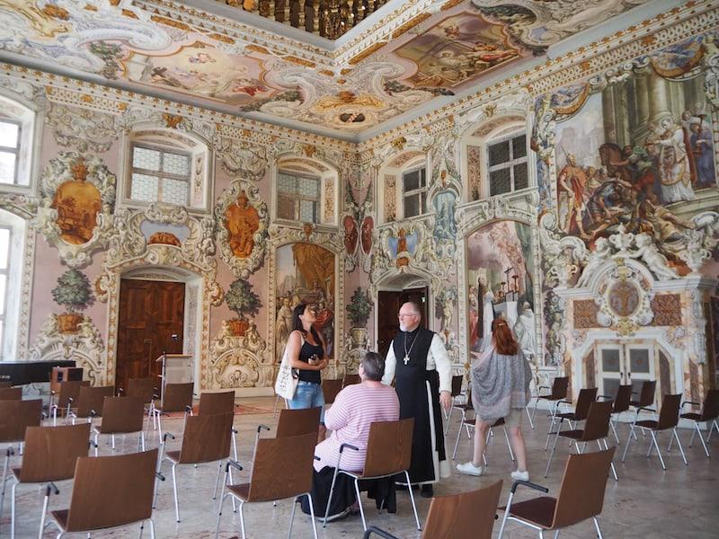 Auch der Bernardi-Saal überwältigt uns mit seiner grandiosen Kunstfertigkeit ...
