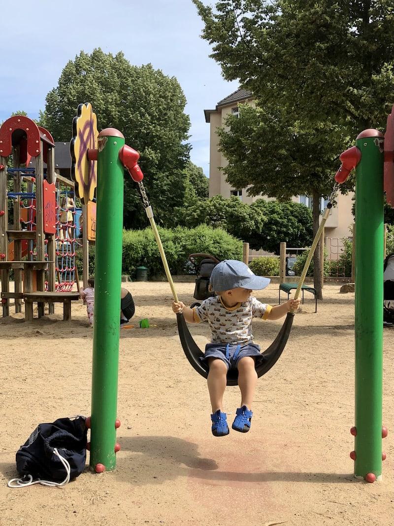 Nahe gelegene Spielplätze, wie der hier am Nikolausplatz in fünf Minuten Gehweite zum Restaurant, machen den Besuch auch mit kleinen Kindern angenehm.