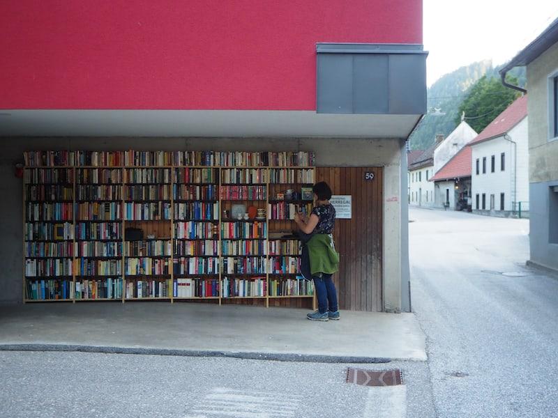 Öffentliches Buchregal in Bad Eisenkappel ...