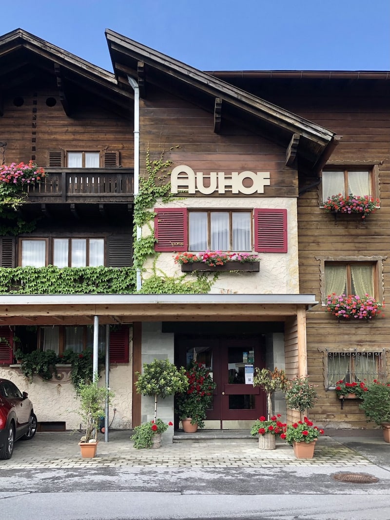 ... vom Hotel Auhof sind es knapp 10 Minuten Fußmarsch ins Zentrum von Schruns ...