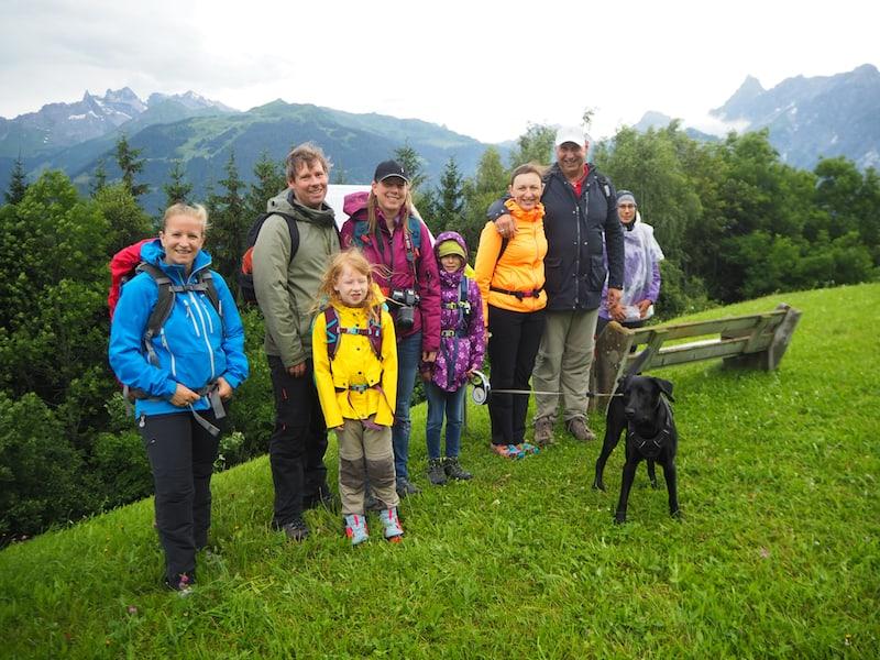 Unterwegs mit einer kleinen, aber feinen Gruppe Siedlungsgeschichte-Wanderer ...
