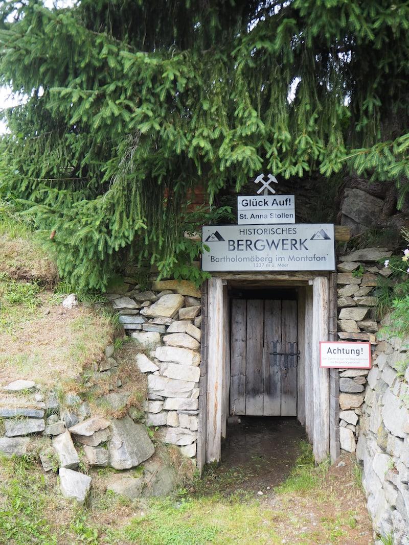 Die Eingänge in sämtliche Bergwerksstollen sind mittlerweile jedoch fest versiegelt ...