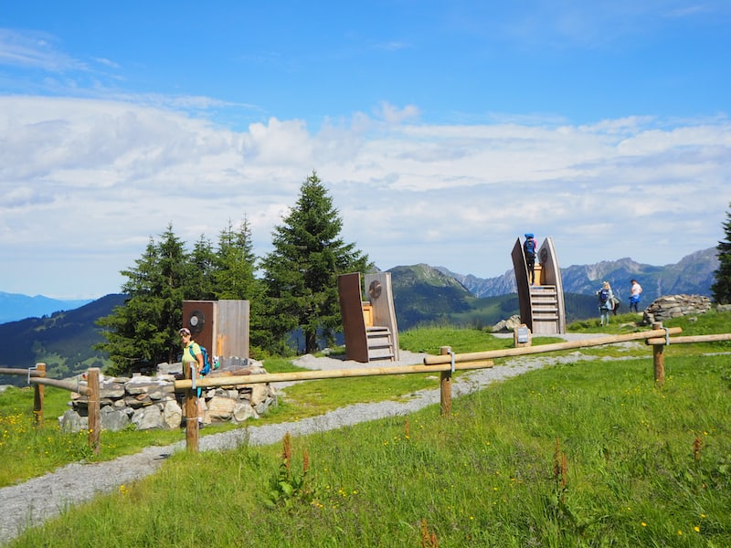 Themenwanderung am Hochjoch: Von der Bergstation der Zamang-Bahn ist diese leichte Wanderung gut zu erreichen ...