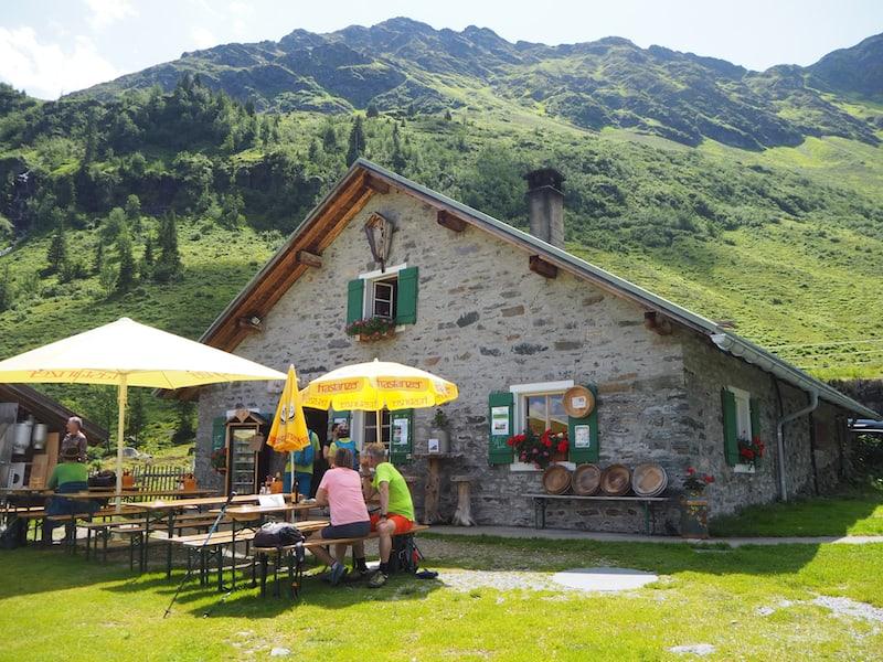 ... wunderschön hier, die Alpe Innerkapell als Ausflugsziel vom Hochjoch.