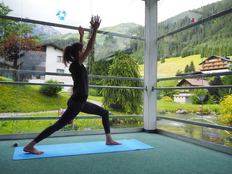 Yoga am Berg: Auch dieses Angebot findet direkt im Bergdorf Gargellen statt, auf rund 1.400 Metern Seehöhe.
