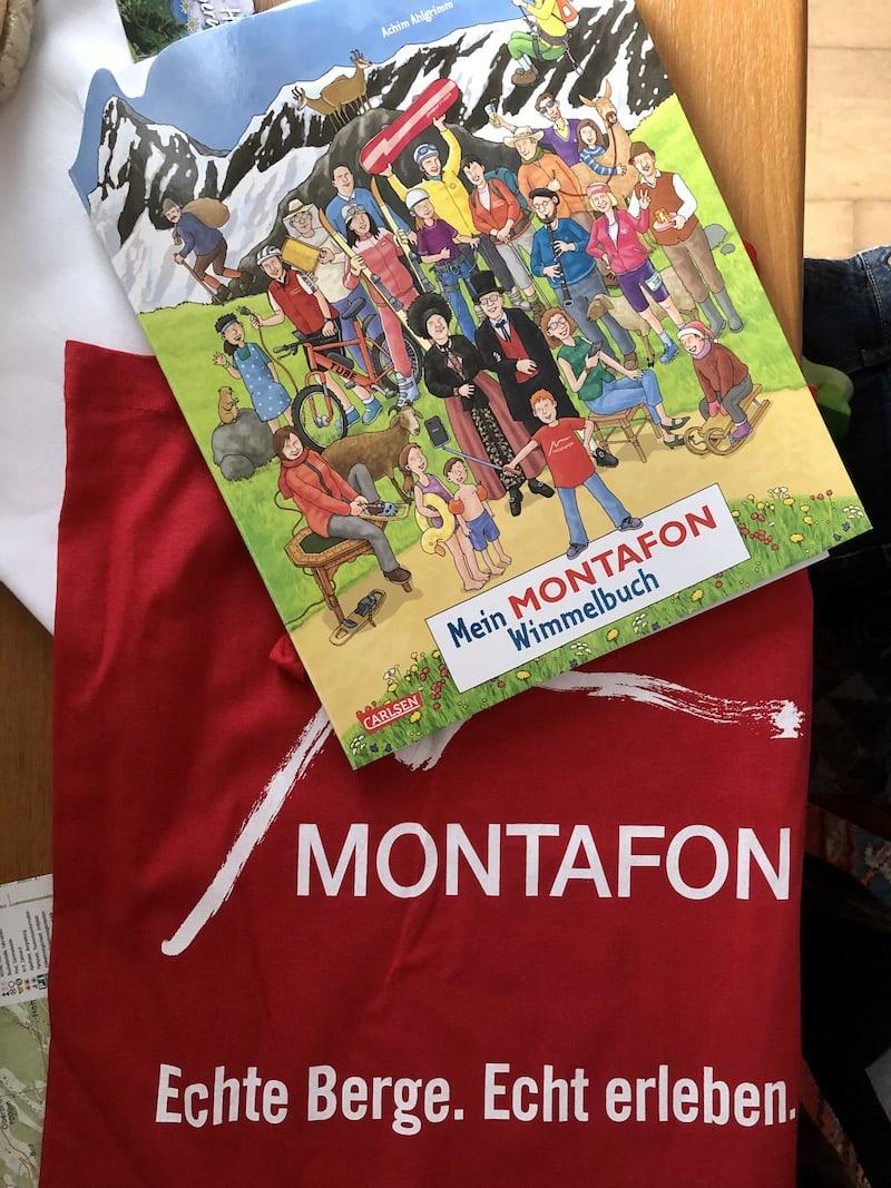 """... hier habe ich für meinen kleinen Sohn noch schnell ein sogenanntes """"Wimmelbuch"""" mit lustigen Charakteren aus dem Montafon gekauft, das er liebt!"""