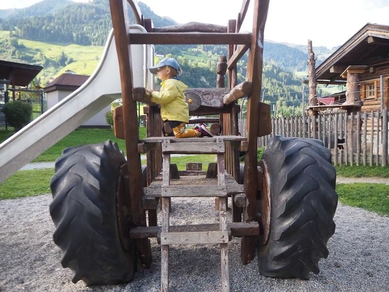 Mit dem Traktor bis nach Salzburg ..? Nun, nicht ganz: Dieser hier ist stationär