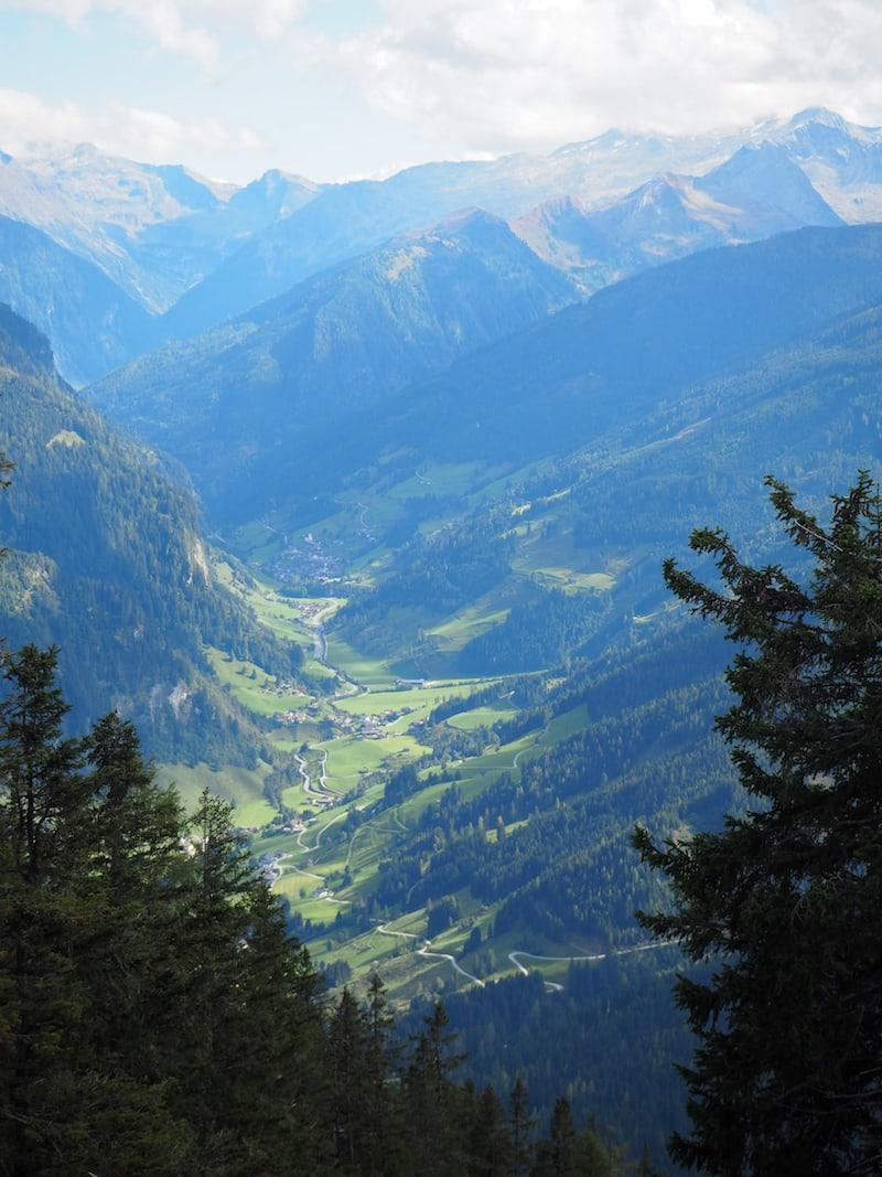 Blick in Richtung Talschluss im Großarltal von der Bergstation der Panoramabahn Großarl aus ...