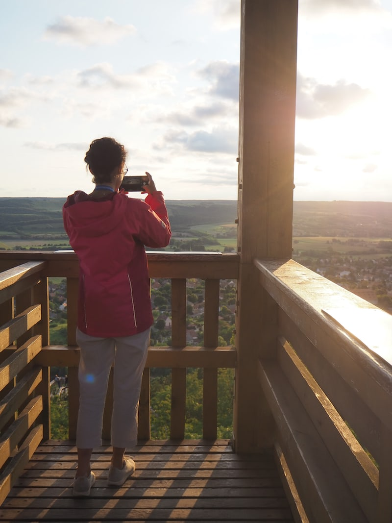 """Gemeinsam mit Julia vom Reiseblog Julie en Voyage bin ich """"zur goldenen Stunde"""" auf dem Aussichtsturm ..."""