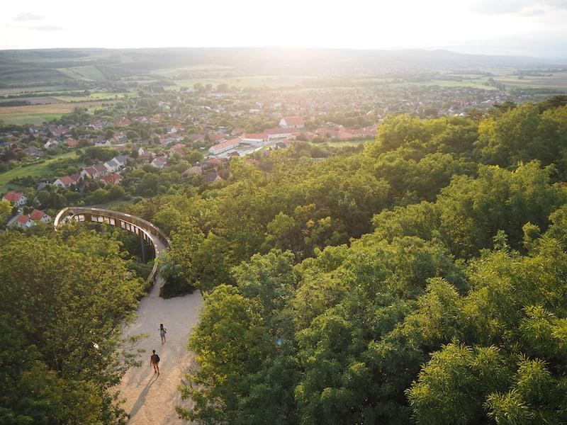 ... von dort reicht der Blick über die gesamte Landschaft in 360°, sowie den Treetop Walk zu unseren Füßen.