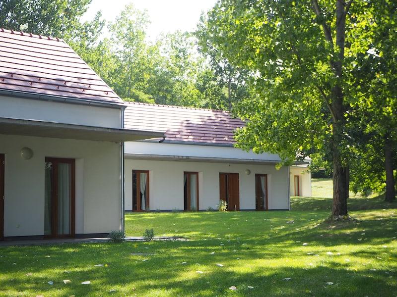 Nächtigungsmöglichkeiten gibt es in den Jugendhäusern der Abtei Pannonhalma ...