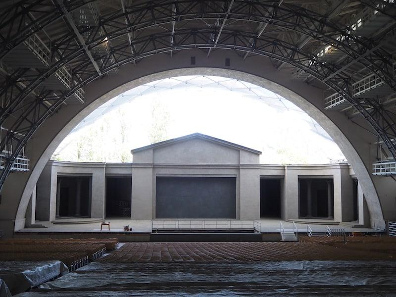 Das große Passionstheater Oberammergau bietet pro Aufführung Platz für rund 5.000 Gäste ...
