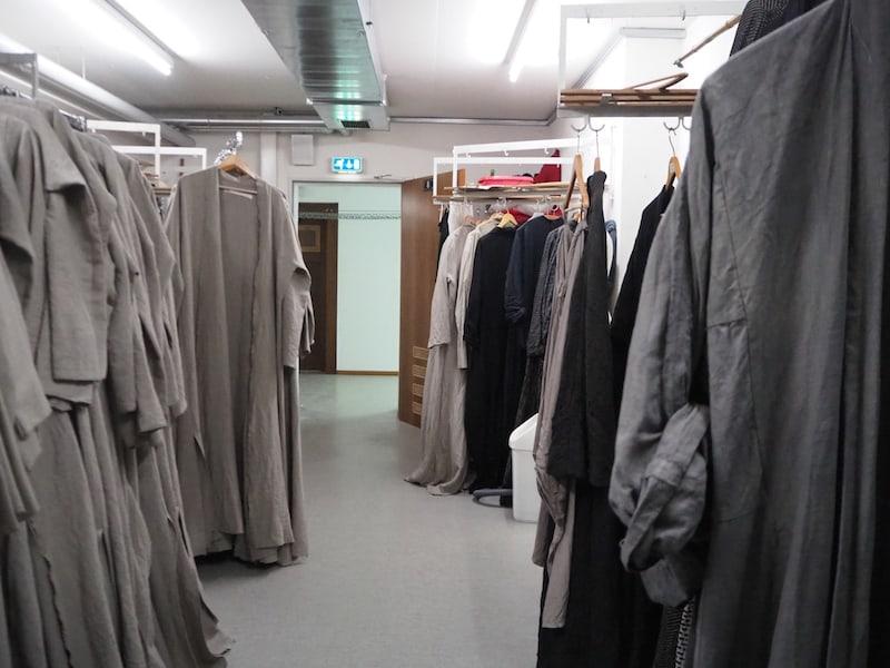 ... ich darf mich ein wenig weiter vorwagen, darf hinter die Bühne und in den Keller blicken, wo Tausend von Kostümen und Requisiten für die Show 2022 aufbewahrt sind ... soon again!