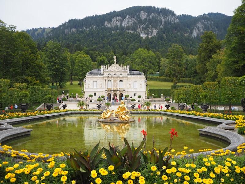 Schloss Linderhof schließlich, Wohnresidenz des bayerischen Königs Ludwig II ...
