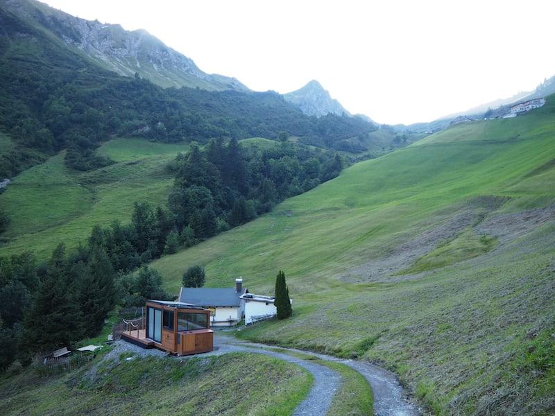"""... die """"Dream Alive Lodge"""" schließlich befindet sich direkt am Berg, mit einer einzigen einfachen Zufahrtsstraße auf der ich freundlicherweise """"bis vor die Haustür"""" gefahren werde ..."""