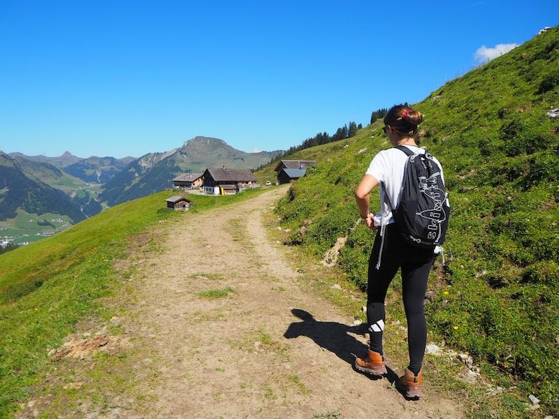 ... gehen weiter bis zur Breithorn-Hütte und unserer Mittagsjause, einem klassischen Kaspressknödel mit Salat ...